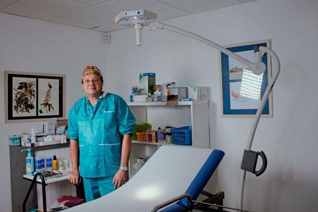 Arrivé en 2005, Nourredine Salhab est chirurgien à Cayenne. Il a fait ses études en France et est issu d'une grande famille sunnite de la région de Tripoli. Lui n'est pas pratiquant.
