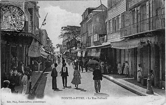 Carte postale de Point-à-Pitre, la rue Frebault, Edis Phos, collection privée