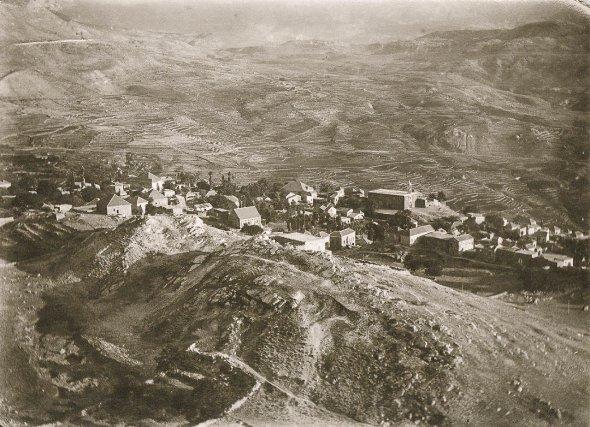 Le village de Ehden, dans la vallée de Qadisha au Liban à la fin du XIXe siècle