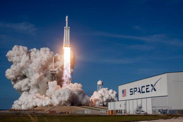 HEAVY WEIGHT CHAMPION.  La championne des poids lourds, Falcon Heavy (Space X), a fait son vol inaugural en février avec à son bord un mannequin au volant d'une Tesla. Un coup aussi bien technologique que marketing pour ce lanceur qui devrait servir aux premiers voyages vers la Lune.