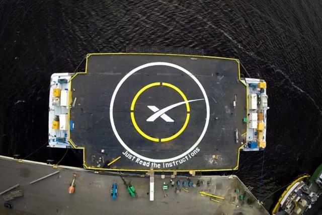 Le Bateau-drone de SpaceX plateforme de décollage pour ces lanceurs réutilisables d'un nouveau genre. D'une dimension de 91 par 170 mètres, elle permet le décollage et l'atterrissage depuis n'importe quel point du globe (ici en Atlantique).