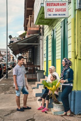 Bakour, Sham, Najah et la petite Maysoun.  Des jeunes qui respirent l'optimisme.