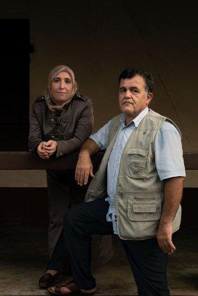 « Le plus important c'est leur futur. Ils passent avant nous. » C'est le discours de Samar et Zahi Falaha. Pour eux, l'attente d'obtention de l'asile  (et donc d'un passeport pour la réinsertion professionnelle) est longue. À 48 et 49 ans, retrouver un emploi devient leur seconde plus grande espérance, après leurs enfants, dont ils sont extrêmement fiers.