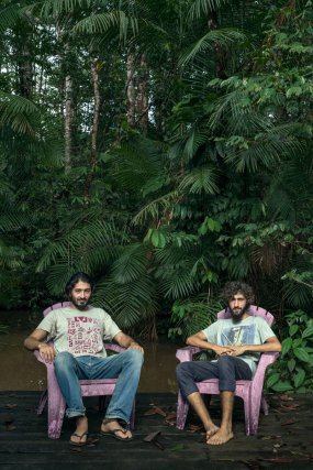 Fascinés par la nature amazonienne, le duo se sent «très bien et au calme» en Guyane et dans leur colocation où, quand on n'entend pas leurs notes de musique, on ne décèle que celles des oiseaux.