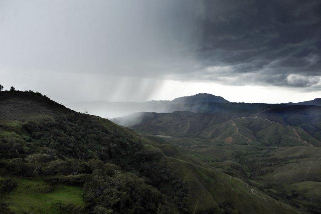 Un orage s'abat sur la vallée dans le nord du Cauca.