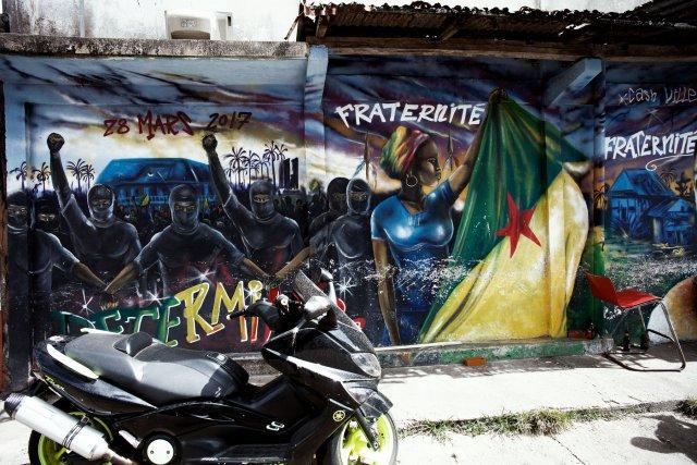 Peinture murale en l'honneur des 500 Frères et du mouvement social qui a secoué la Guyane en mars et avril 2017.