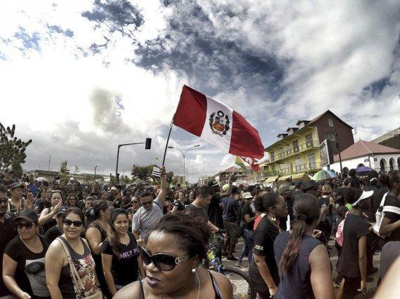 Les Péruviens de Guyane ont répondu présent à la marche historique du 28 mars 2017.
