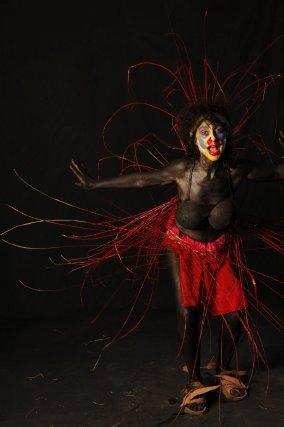 Le Nèg marron, personnage incontournable, souvent mis à l'honneur et présenté  par Natural  Tribal, a cette année encore fait partie du défilé. Personnage représentant l'esclave  qui s'est évadé et qui se cache en forêt, il est le symbole de la liberté. Tony et sa tribu sont fiers de leur rendre hommage en les faisant évoluer avec dignité, munis d'apparats et grimés de leur art : le tembé.