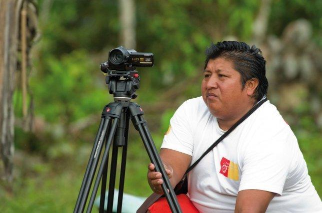 Jérémie Mata, agent du Parc national tournant des images d'archive.