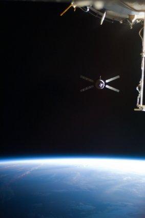 L'ATV2 Johanns Kepler en février 2011 pendant son vol d'approche vers l'ISS