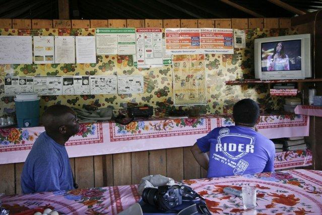 Salle à manger dans une exploitation d'or alluvionnaire dans la zone des Abattis Cotticas (2007)