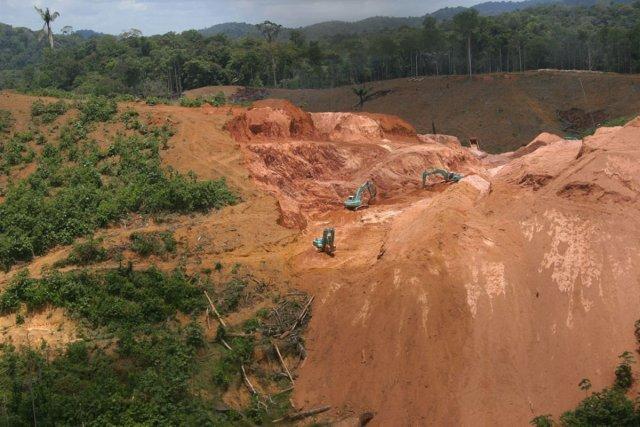 Exploitation aurifère d'or primaire dans la zone de St-Elie  (2004)