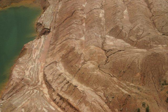 Bassin de décantation et exploitation aurifère d'or primaire dans la zone de St-Elie (2004)