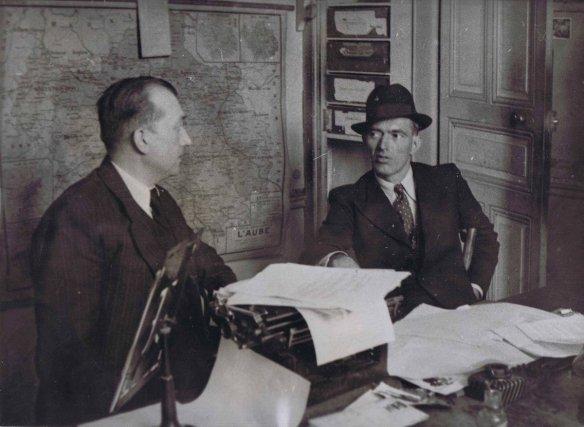 Raymond Vaudé (avec le chapeau) après son évasion en 1938. Condamné aux travaux forcés en 1933, il s'évade et s'engage dans la résistance. Gracié, il revient s'installer en Guyane en 1949. Il est le commanditaire des tableaux peints par Lagrange dans les années 1950.