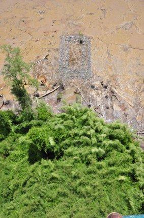 Vues aériennes de la chapelle et du cimetière.