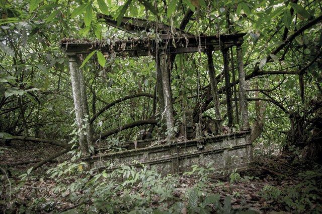 Machines et marmites de l'habitation Besse, sur la rivière Courouaï