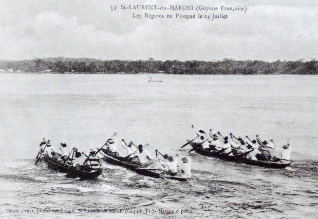 Course de pirogue à Saint-Laurent,  début XXe siècle.