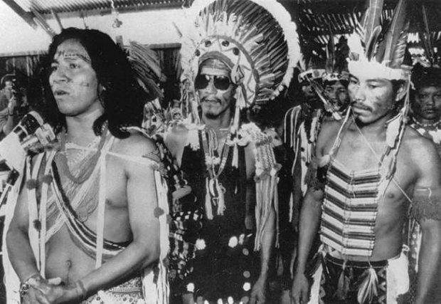 Felix Tiouka (à gauche) lors de la prise de parole de décembre 1984.