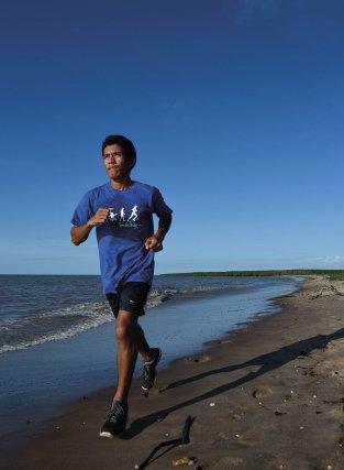 Comme chaque jour, Wensley s'entraîne sur la plage de Yalimapo.