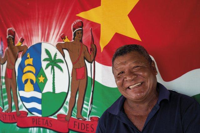 Sur la terrasse de Ferdinand Awatjalé le drapeau du Suriname figure en bonne place