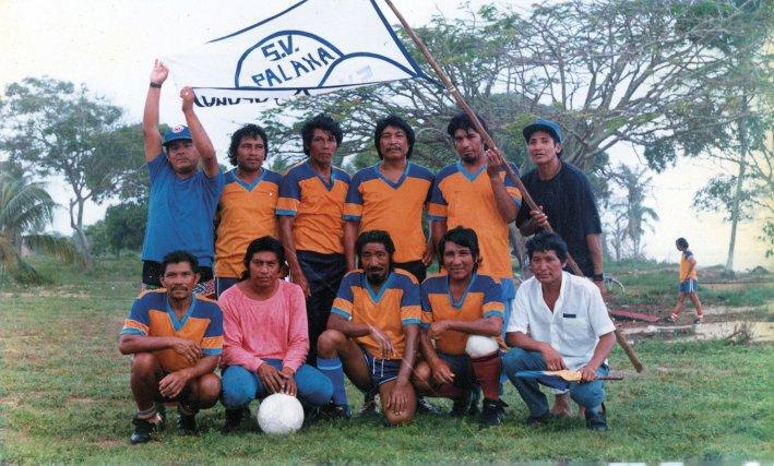 à la fin des années1880 l'équipe de football de Yalimapo est composée pour moitié de personnes ayant fuit la guerre civile du Suriname.