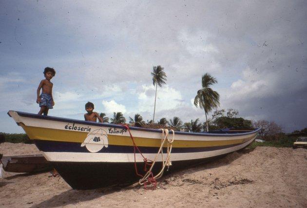 Kawana, la pirogue du programme de protection des tortues marines.