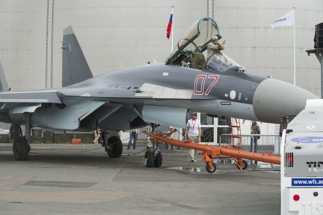 Le SUKHOI SU 35 est un chasseur russe. La nouvelle version de Su-35 a effectué son premier vol le 19 février 2008.