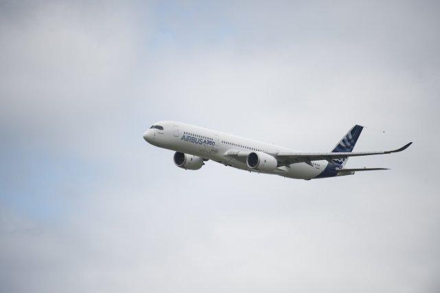 20 juin 2013, Paris-le Bourget Aéroport Paris-le Bourget Région Parisienne. L'XtremeAir XA41 est un monoplace de voltige construit par la société allemande XtremeAir. Premier vol 19 mai 2006. 20 juin 2013 641 x 427 pixel  L'XtremeAir XA41