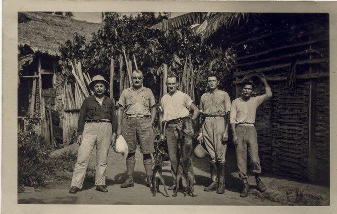 Equipe d'orpailleurs au début du XXe siècle