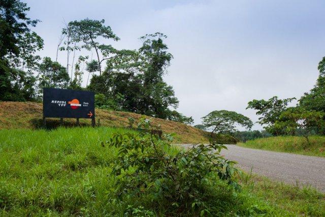 L'entrée du parc, contrôlée par la compagnie pétrolière Repsol YPF...