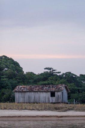 Habitation cabocle sur une île du Tabuleiro