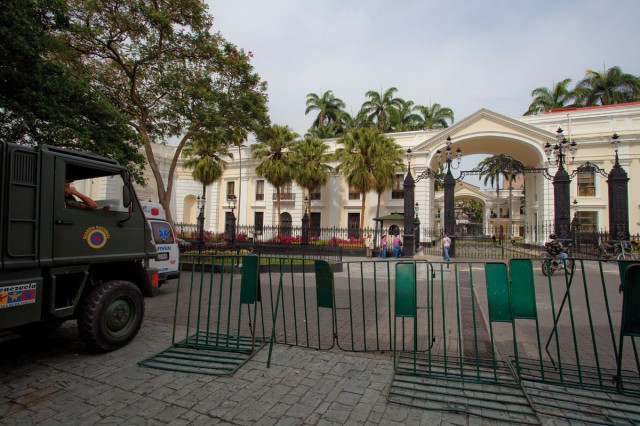 CHAVEZ : Le Venezuela met un pied dans le nucléaire