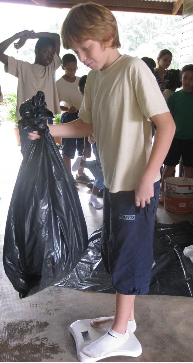 Ecocitoyenneté : Mayouri « commune propre » à Roura - une nouvelle fois, les élèves en action !!!