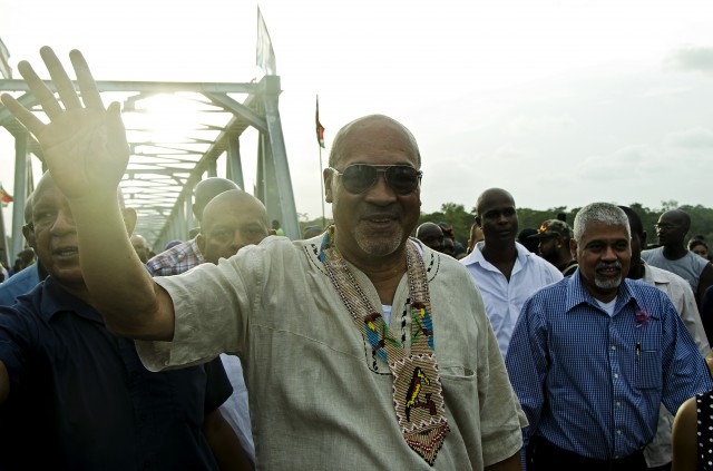 Omettant son passé : les Surinamais misent sur  Bouterse