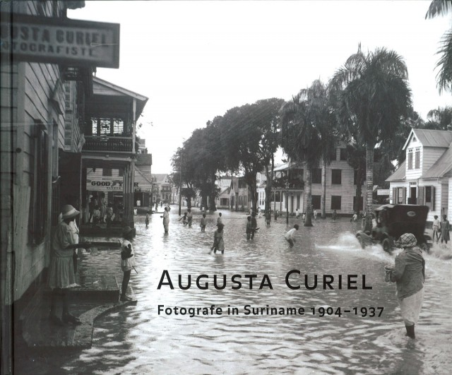 Augusta Curiel, Fotografe in Suiriname 1904 - 1937, Libri Misei Surinamensis, 2007, 191 páginas