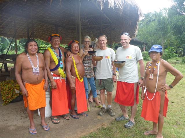 Le Parc Amazonien et : les habitants de Trois sauts inaugurent un carbet collectif