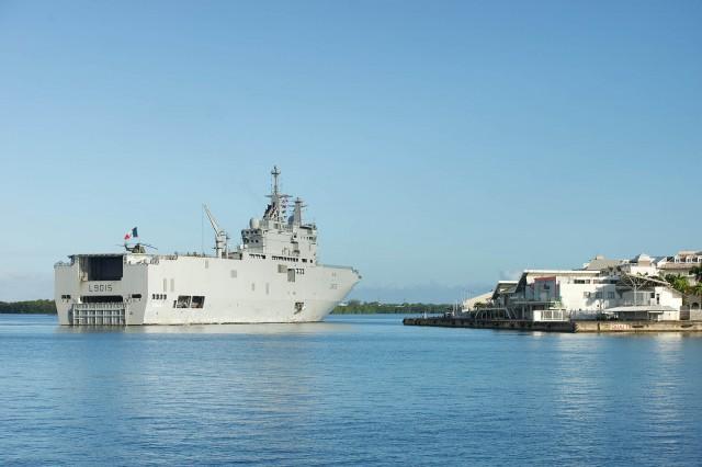 Le porte-hélicoptères Dixmude :en soutien aux Antilles