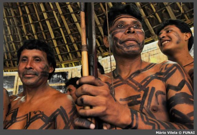 Construction des routes amazoniennes: et massacres d'Amérindiens au temps des militaires