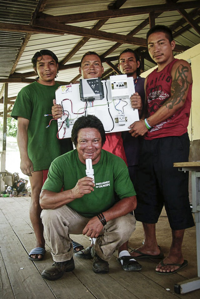 L'association Kwala Faya : forme les villageois amérindiens à l'electrification solaire