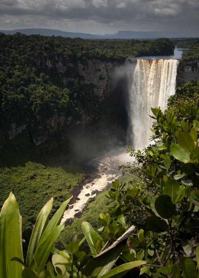 Les chutes de Kaieteur, sur la rivière Potaro