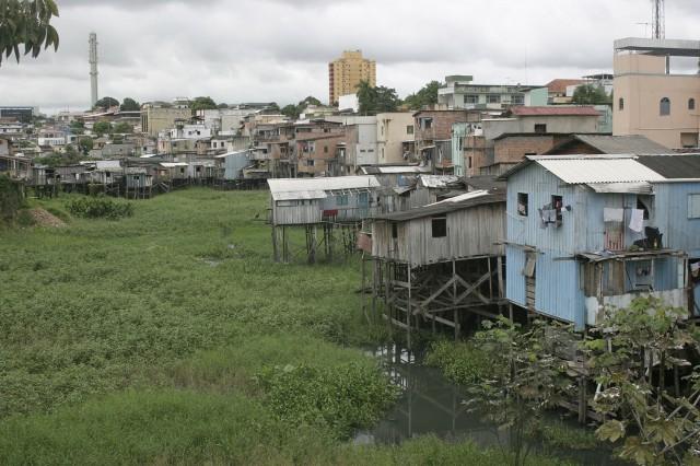 BRESIL AMAZONIEN : Encore 1,5 million de Brésiliens à raccorder au réseau électrique national