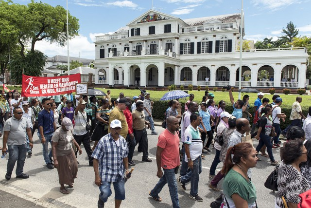 Suriname: Le ras le bol des citoyens. Le FMI pose les conditions de son aide.